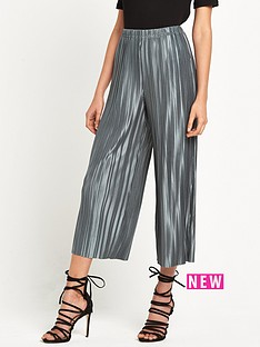 glamorous-pleated-cropped-trousers