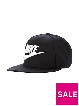 nike-limitless-true-cap