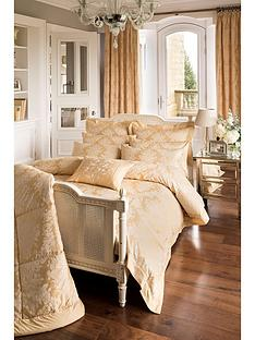 dorma-blenheim-filled-cushion