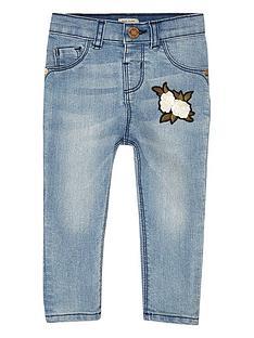 river-island-mini-girls-blue-wash-badge-skinny-jeans