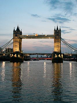 virgin-experience-days-thames-dinner-cruise-with-wine-for-two-fromnbspwestminster-pier