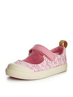clarks-halcy-wink-first-shoe