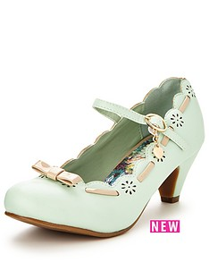 joe-browns-fifis-charming-shoes