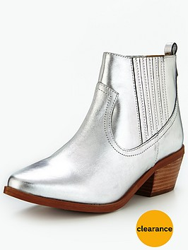 dune-quiz-covered-gusset-boot