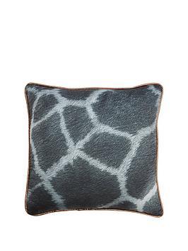 monochrome-giraffe-cushion