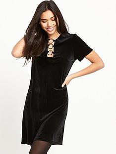 glamorous-ring-detail-velvet-dress