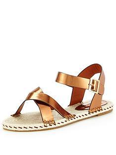 glamorous-metallic-flat-sandal
