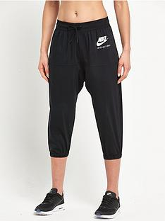 nike-international-capri