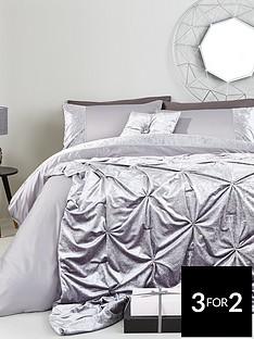amelie-crushed-velvet-panel-with-diamente-detail-duvet-set-sk