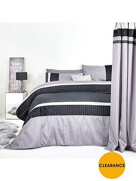 velvet-panel-bedspread-throw