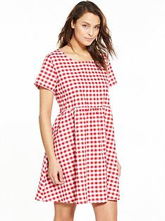 glamorous-gingham-short-sleeve-swing