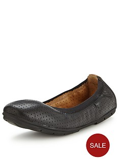 clarks-un-tract-leather-ballerina