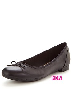 clarks-wide-fit-couture-bloom-ballerina