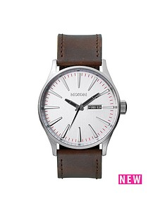nixon-sentry-silver-date-dial-silver-tone-case-brown-leather-strap-mens-watch