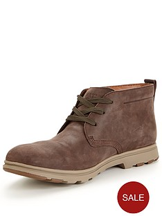cat-landmark-chukka-boot