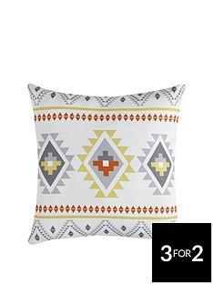 traveller-geo-cushion