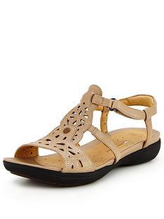 clarks-un-valencia-cut-out-sandal