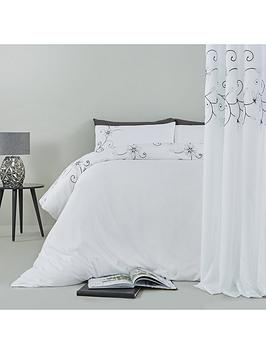 floral-glamour-bedding-and-curtain-set