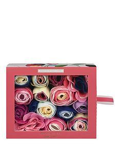 heathcote-ivory-sweet-pea-amp-honeysuckle-bathing-flowers-in-sliding-box