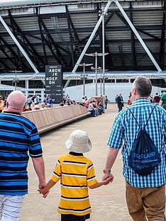 virgin-experience-days-family-tour-of-london-stadium