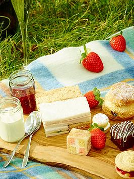 virgin-experience-days-sparkling-afternoon-tea-for-two-at-the-fish-hotel-worcestershire