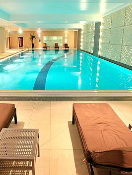 virgin-experience-days-one-night-spa-break-with-sweet-treat-for-two-in-berkshirenbsp