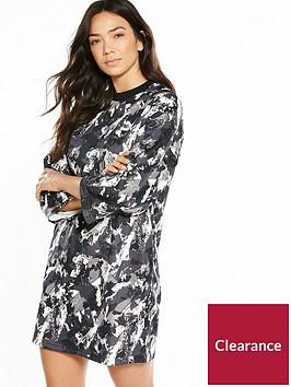 puma-printed-archive-logo-dress-blackmulti