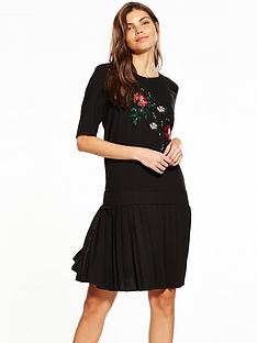 yas-merian-embroidered-dress-black