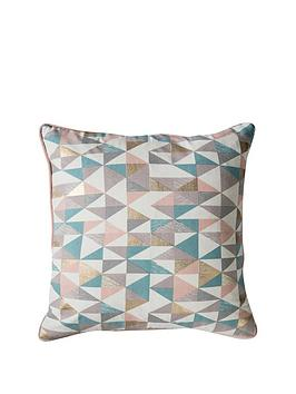 gallery-triangle-geo-cushion