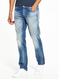 wrangler-greensboro-regular-tapered-jeans