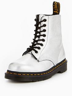 dr-martens-pascal-met-8-eye-boot