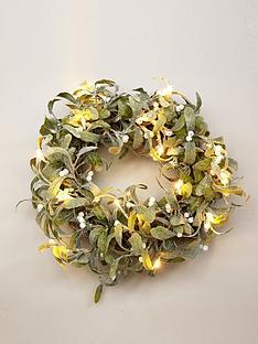 lit-mistletoe-christmas-wreath