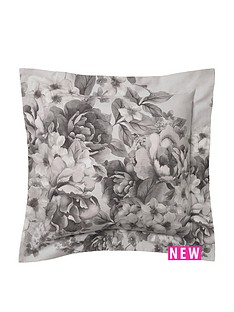holly-willoughby-chloe-cushion