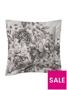 holly-willoughby-chloe-cushion