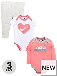 nike-baby-girl-3-piece-gift-set