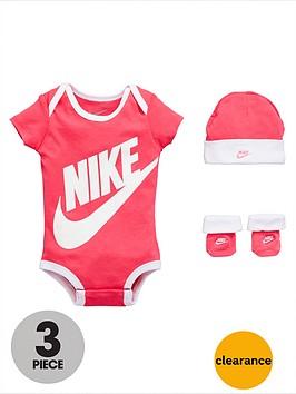 nike-baby-girl-3-piece-futura-gift-set