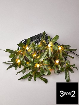 lit-holly-battery-powered-christmas-garland
