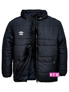 umbro-junior-club-essential-bench-jacket