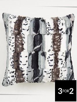jackal-faux-fur-square-cushion
