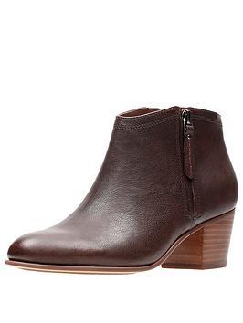 clarks-maypearl-alice-westen-ankle-boot