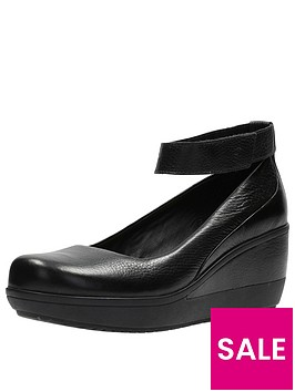 clarks-clarks-wynnmere-fox-wedge-ankle-strap-shoe