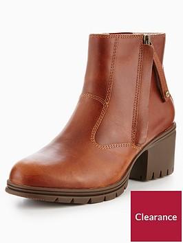 cat-slant-brown-sugar-boot
