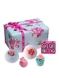 bomb-cosmetics-bomb-cosmetics-what-in-carnation-gift-set