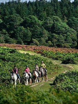virgin-experience-days-cowboy-riding-trail