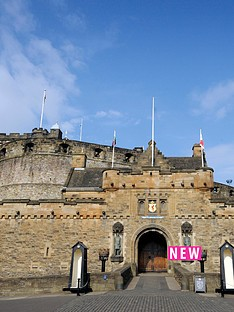 virgin-experience-days-visit-to-edinburgh-castle-and-vintage-bus-sparkling-afternoon-tea-tour-for-two