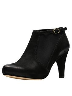 clarks-dalia-pearl-platform-shoe-boot