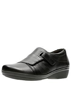clarks-everlay-luna-comfort-flat-shoe