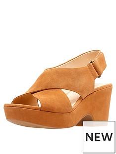 clarks-maritsa-lara-cross-strap-wedge-sandal-tan