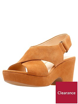 clarks-maritsa-lara-cross-strap-wedge-sandal-tan
