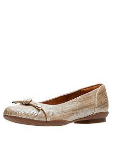clarks-neenah-poppy-wide-fit-ballerina-shoe